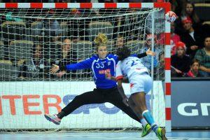 9-12-2015 HANDBAL:NEDERLAND-CUBA:NAESTVED IHF WorldCup Wereldkampioenschap dames handbal, Naestved Denemarken Nederland - Cuba 45-23 Tess Wester #33 (NED) Foto: Henk Seppen